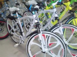 Велосипед BMW на рынке Хоргоса
