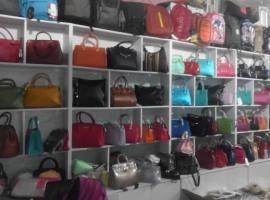 Женские сумочки, клатчи на рынке Хоргоса, бутик 1144